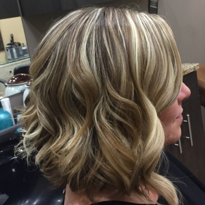 Lob Haircut With Blonde Dimensional Highlights Mobilesalon Com